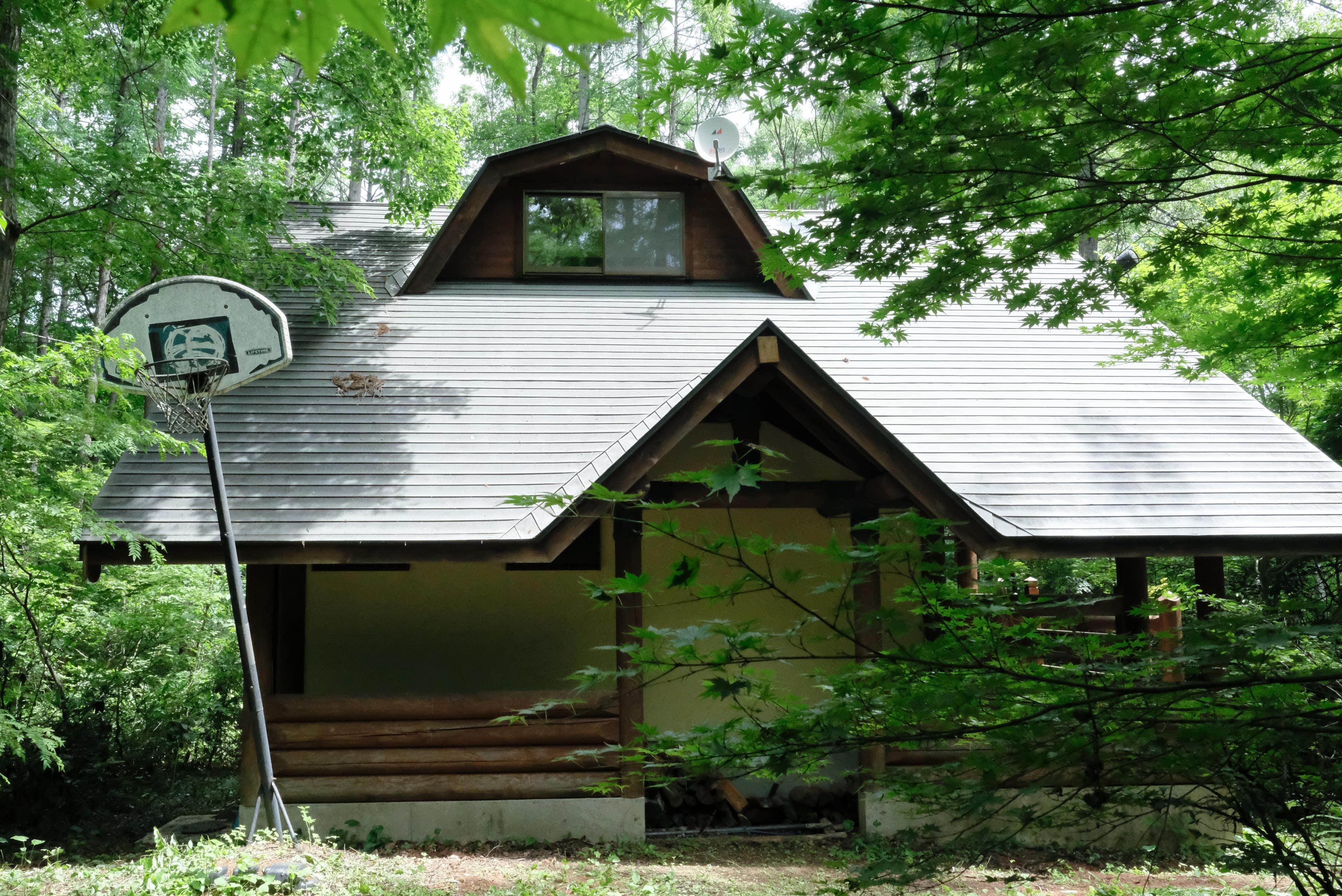 木漏れ日おどる、森のスモールハウス。