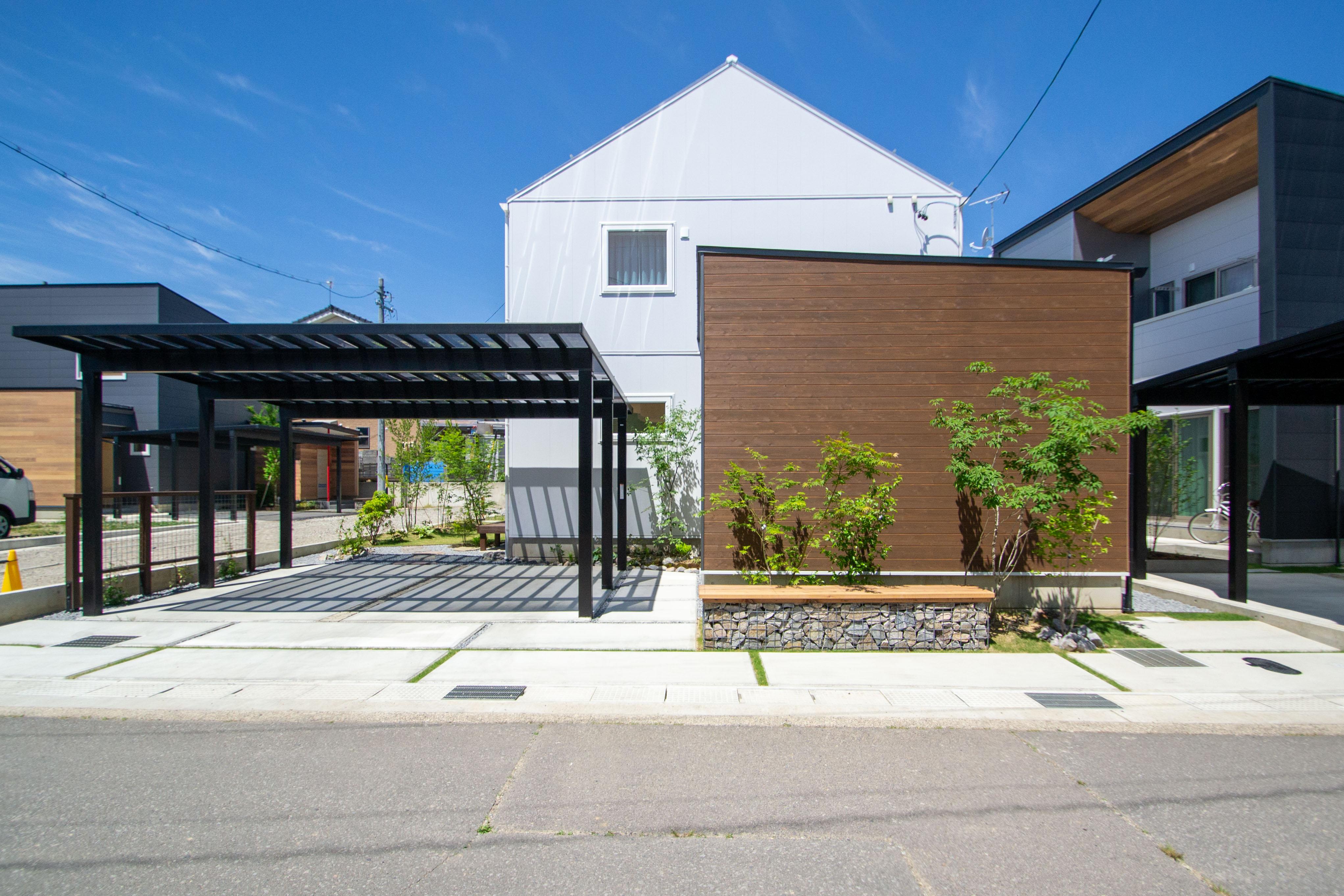 三角屋根が特徴的な建物、お庭まるごとデザイン住宅!! Y様邸