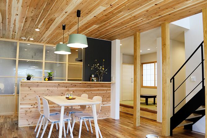 素材の質感を楽しむ家